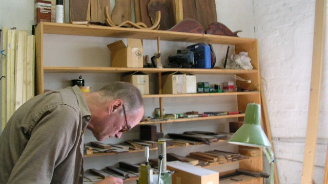 Building a Daxophone with Hans Reichel (2007)
